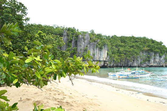 Sheridan Beach Resort and Spa : View from a nearby beach where you can see the underground river.