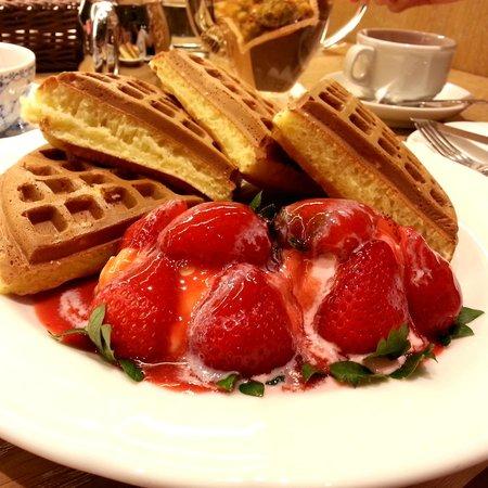 Melange Cafe: Melange's signature waffle