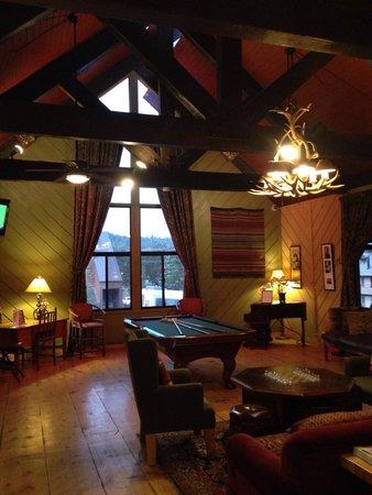 Sierra Lodge: Sala comune con biliardo