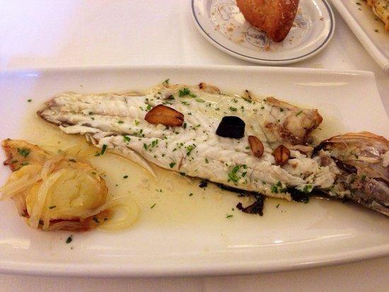 Restaurante San Ignacio: Lubina a la plancha! Deliciosa!