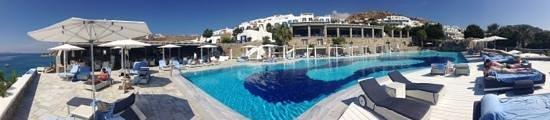 Mykonos Grand Hotel & Resort: panoramic view of the pool