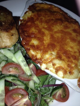 West End Hostel: Macaroni cheese with garlic bread and salad 6 pounds