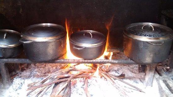 cuisine au feu de bois picture of la table des randonneurs jacques payet saint joseph saint. Black Bedroom Furniture Sets. Home Design Ideas