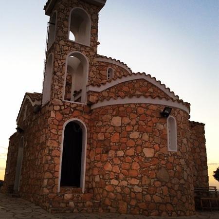 أرتيميس هوتل أبارتمينتس: церковь пророка Ильи