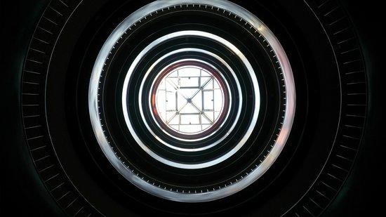 Hotel Exe Prisma : escalera central