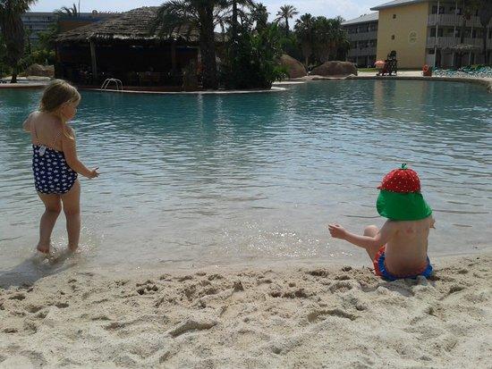 PortAventura Hotel PortAventura: the little man made beach area :) for the little one's