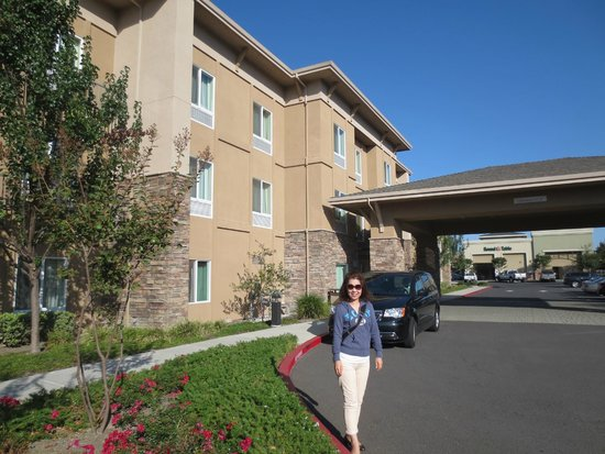 Holiday Inn Express & Suites Napa Valley - American Canyon: 正面入り口