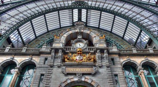 Bahnhof Antwerpen-Centraal: Bahnhof Antwerpen