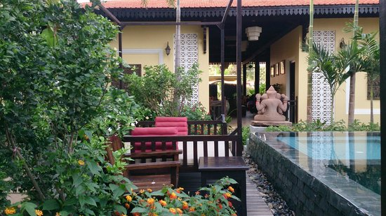 Residence Indochine D'angkor: from the pool to the reception area