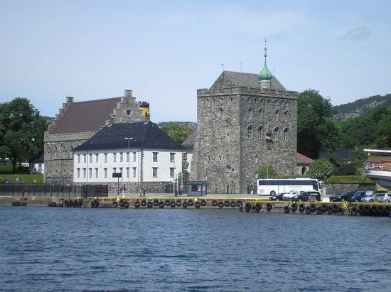 Rosenkrantz Tower - Bymuseet i Bergen: Вид на Бергенхус через залив