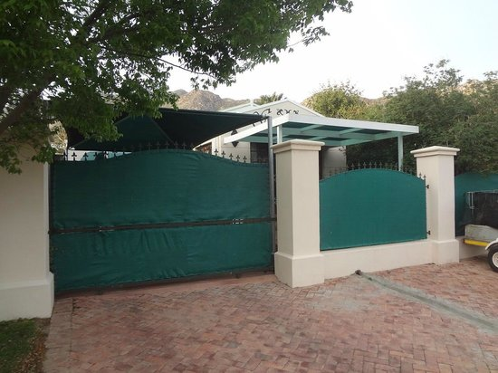 Somerset Lodge : SECURE OFF -STREET PARKING BEHIND THE GATE