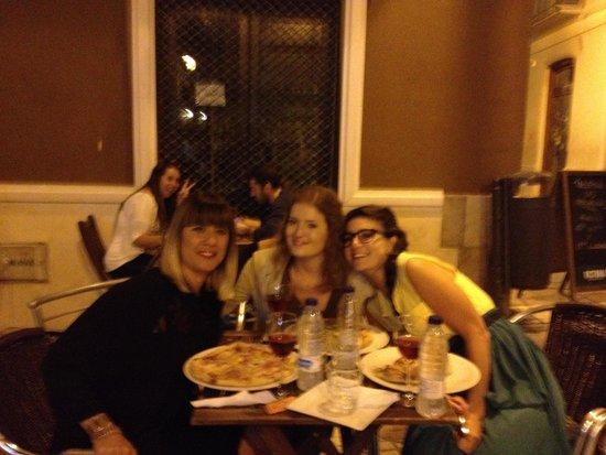 Pizzeria Arte in Farina: pizza