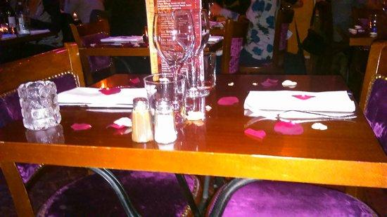 table pour 2 personnes tr s romantique n 39 est ce pas