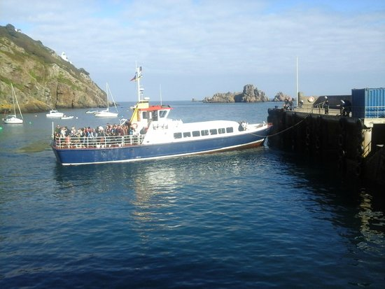 Stocks Hotel: Ferry at Maseline Harbour