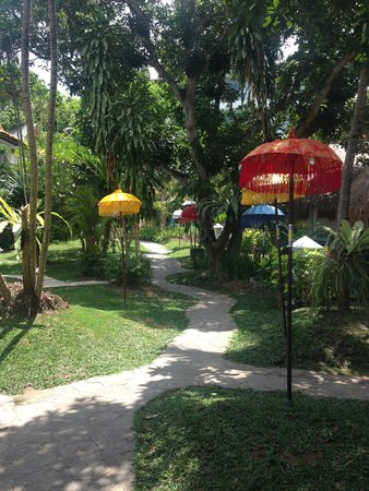 Bali Mystique Hotel and Apartments : Pathway leading down to bungalows