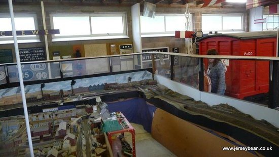 Conwy Valley Railway Museum & Model Shop: Massive track layout