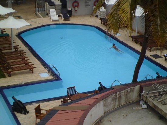 Paradise Beach Hotel : Pool Area