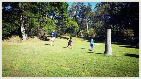Sapphire Beach Holiday Park : Game of cricket.