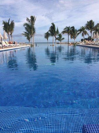 Hotel Riu Palace Jamaica: Infinity Pool