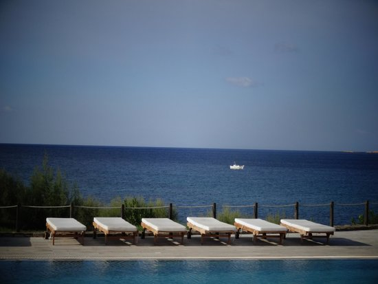 Poseidon of Paros : Aeolos Pool area