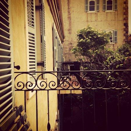 Auberge Burgundy: Courtyard