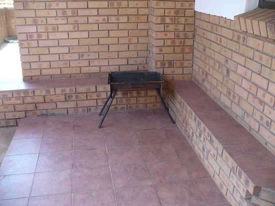Mogodi Lodge : This is the advertised 'braai facilities'