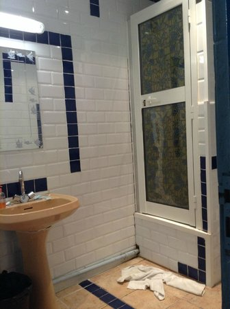 Hotel Antares : shower