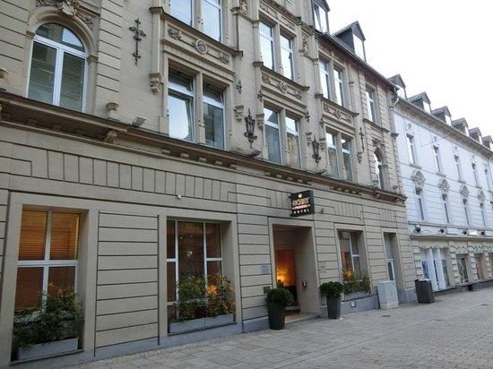 ACHAT Hotel City - Wiesbaden: ホテル正面