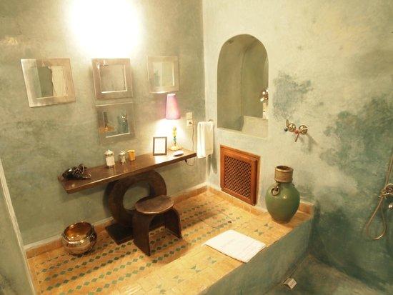 Riad Laaroussa Hotel and Spa: インテリアが素敵なバスルーム