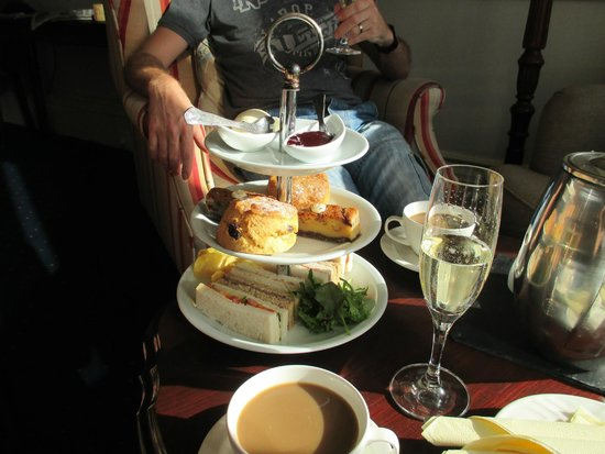 Lindeth Howe Country House Hotel: Small Afternoon Tea
