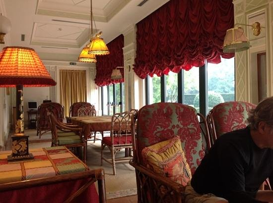 Villa Margherita Hotel: sitting area at the well disguised hotel front entrancr