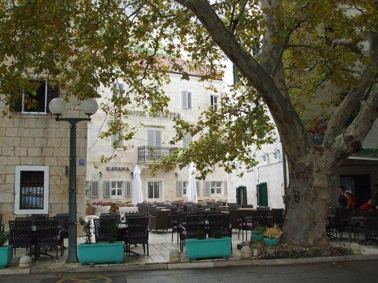 Hotel Croatia frontage