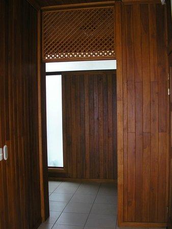 Ficus Sunset Suites Hotel: Entrada a la habitación