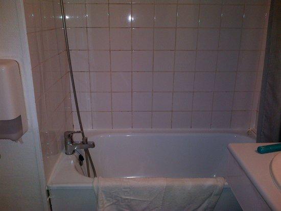 Le Privilège : Very poor bathroom