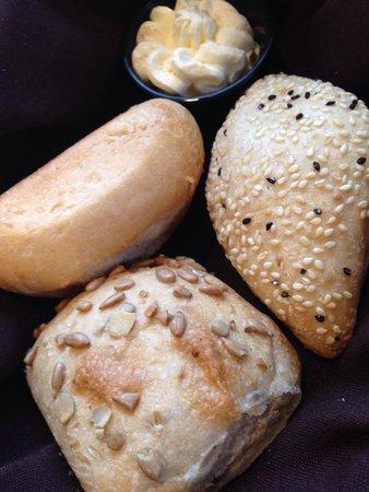 17th Street Grill at Timberlake Lodge : Warm bread