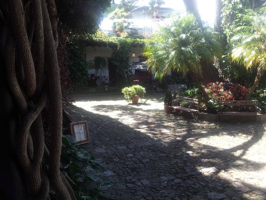 Hotel Posada de Don Rodrigo: Part of the inner court yard