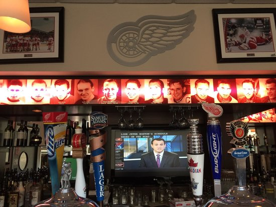 Hockeytown Cafe: At the bar