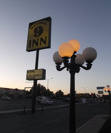 National 9 Inn: Street lamp sign view