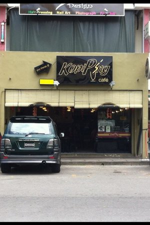Kopi Ping Cafe: The front entrance of the Damai outlet