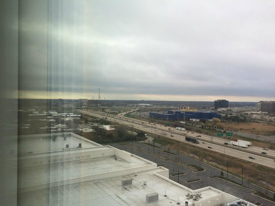 Renaissance Schaumburg Convention Center Hotel: View from the room window on the upper floors