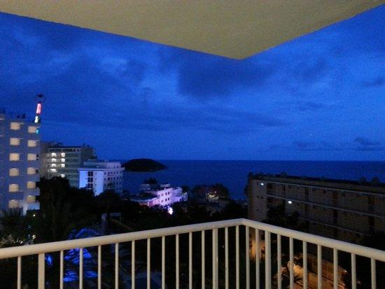 Vistasol Hotel & Apartamentos: veduta dal balcone di sera