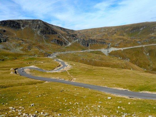 Gorj County, Roumanie : Panorama della strada tra Urdele Pass e Ranca