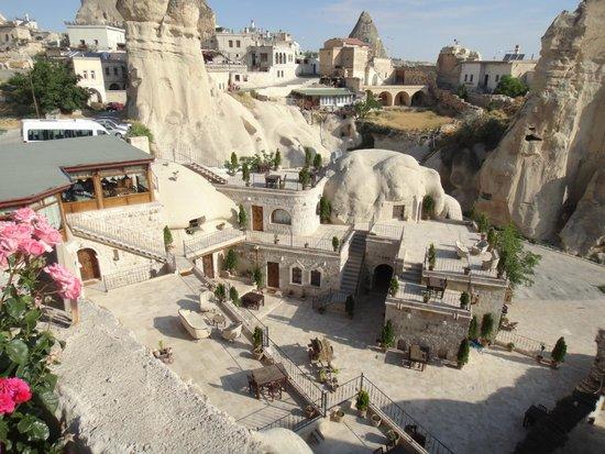 Traveller's Cave Hotel: вид из отеля