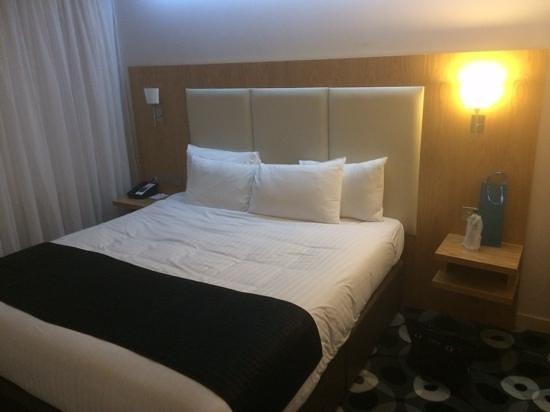 Holiday Inn Sittingbourne: 6ft in each direction........nice zzzzzzzzzzzz