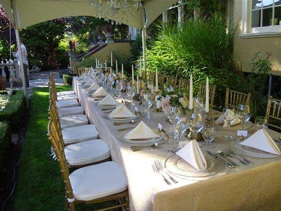 Villa Marco Polo  Inn: wedding table in terraced garden