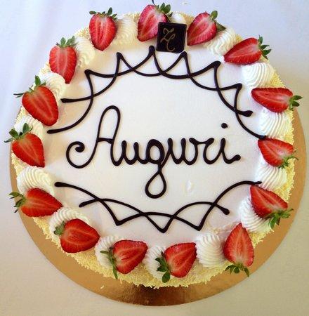 Zenzero e cannella Chantilly alle fragole , torta di compleanno