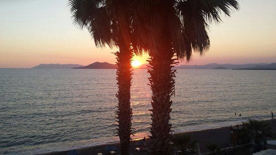 IDEE Hotel: Mooi uitzicht over de zee en ondergaande zon