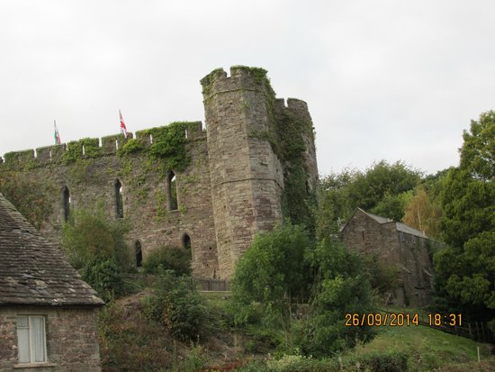 Castle of Brecon: Guess why its called the casle hotel.