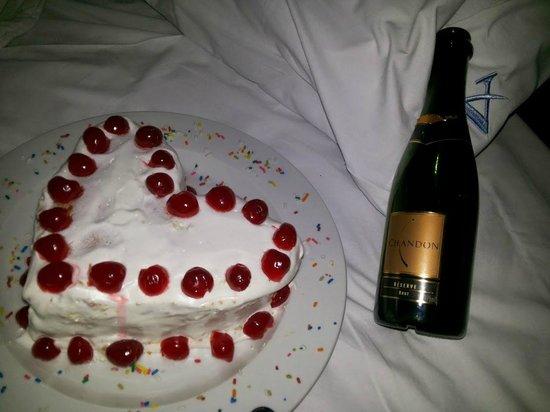 """Athos Hotel: """"Torto e caro, mas foi de coração"""" Rá!"""