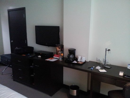 Hotel Howard Johnson Guayaquil: Hab. 408 - 4to. piso contrafrente